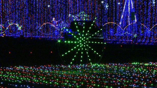 Drive-thru Christmas Wonderland light